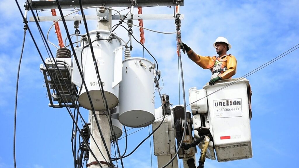 Chief Electrician Resume Examples: Being Hands-On With the Job