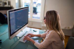Senior Software Engineer Job Description: Creating a Software Application