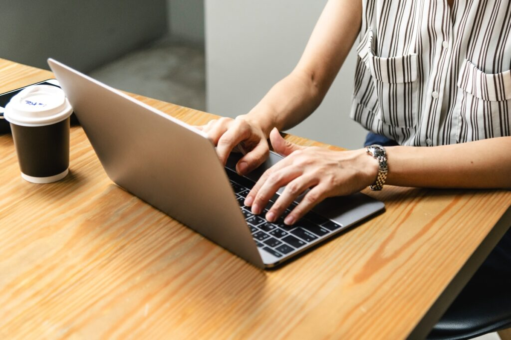 Social Worker Resume Examples and Tips for Sure-fire Application